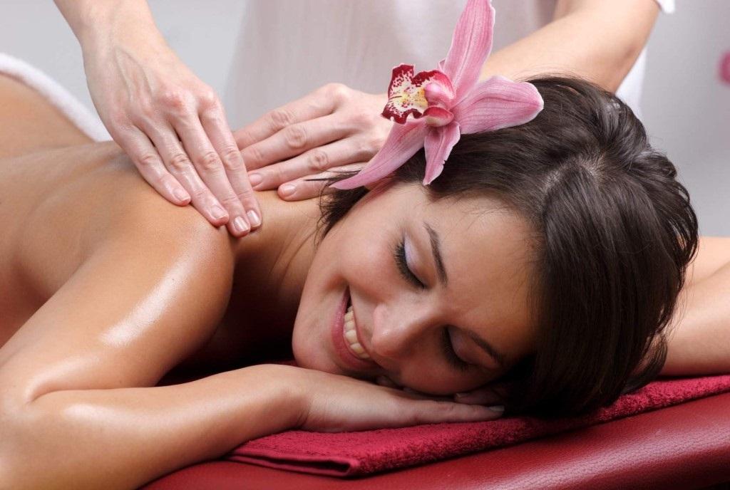 Фото массажа как девушка делает